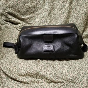 Gently Used Black Leather Fossil Shaving Kit OS